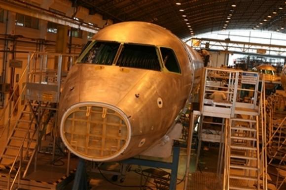 Linha de produção E-jets - foto Embraer