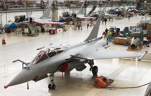 Rafale C número 137 equipado com AESA na linha de produção - foto Dassault