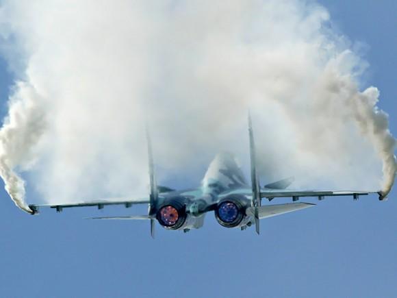 Flanker em manobra - foto Sukhoi