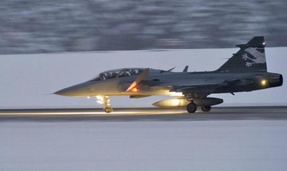 Gripen F demonstrador em voo de testes - foto 2 Depto Def Suíça