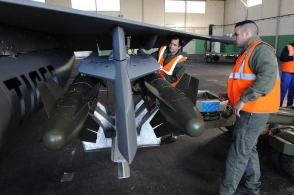 Rafale - campanha de tiro em Cazaux com AASM - foto Força Aérea Francesa