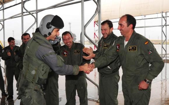 Comandante Roqué cumprimentado pelas 1000 horas em Eurofighter - foto Ejercito del Aire