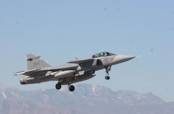 caça Gripen com bombas guiadas na Red Flag - foto Forças Armadas da Suécia