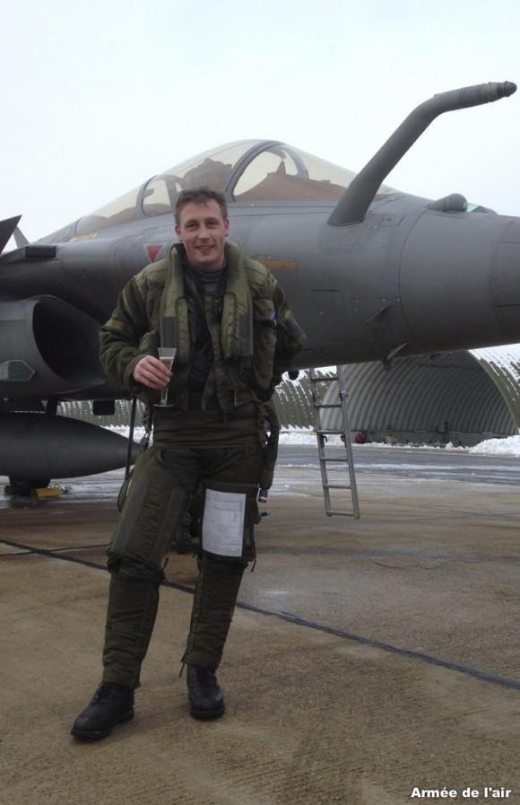 Voo solo tentente Johnstone da RAF no Rafale - foto Força Aérea Francesa