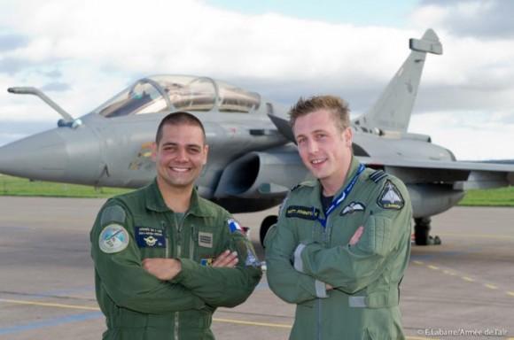 capitão Gérard e tenente Johnstone do intercâmbio - foto Força Aérea Francesa