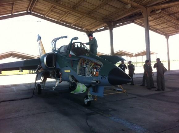 A-1 modernizado pousa em Sta Cruz - foto FAB