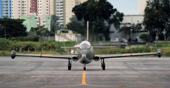 AT-26 Xavante em São José dos Campos - foto 2 C Santos - G1