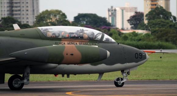 AT-26 Xavante em São José dos Campos - foto C Santos - G1