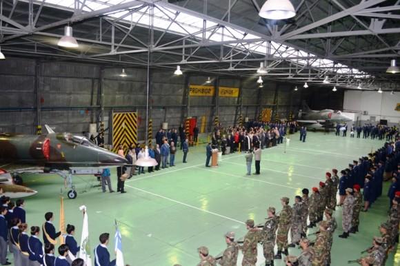 Aniversário 64 anos V Brigada Aérea com A-4 Skyhawk e A-4AR Fighting Hawk - foto Força Aérea Argentina.jpg
