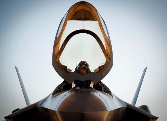 F-35 com canopi aberto - foto Força Aérea dos EUA