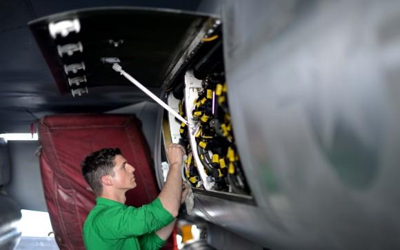 Super Hornet - compartimento aberto - foto USN