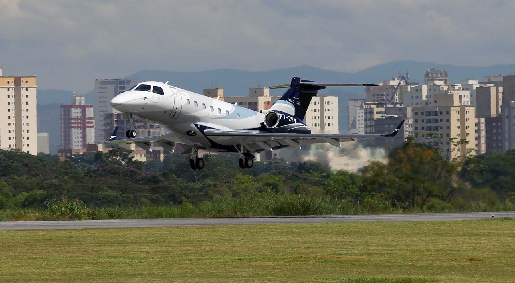 Voa terceiro protótipo do Legacy 500 - foto Embraer