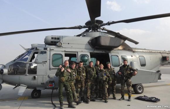 tripulação do último voo de EC 725 Caracal do esquadrão Pyrénées no Afeganistão- foto Força Aérea Francesa