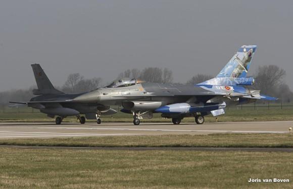F-16 Belga com pintura comemorativa no Frisian Flag 2013 - foto via Força Aérea Francesa