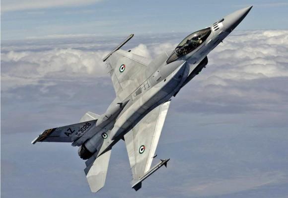 F-16 Desert Falcon dos Emirados - foto USAF