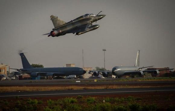 Operação Serval - Mirage 2000 D decola de volta à França - foto Min Def Francês