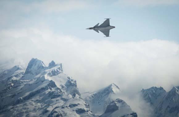 Testes de canhão do Gripen C - foto Depto de Defesa da Suíça