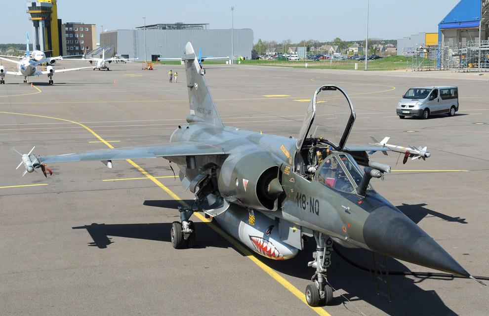 Jatos Mirage F1CR franceses desdobram-se no aeroporto de Kaunas na Lituânia - foto MD França