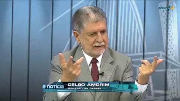 Ministro da Defesa Celso Amorim em entrevista Rede TV 19-5-2013 - cena vídeo Rede TV