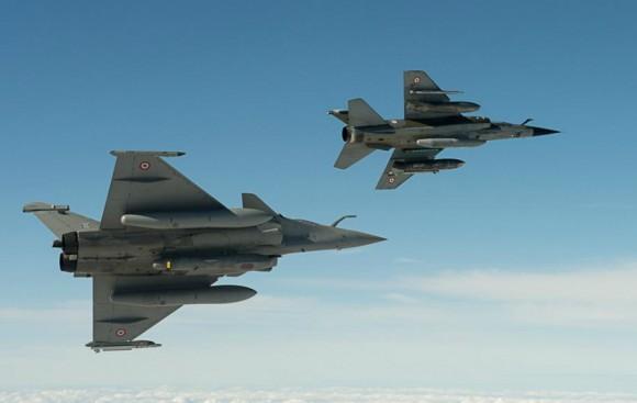 Rafale e Mirage F1 no Recce Meet 2013 - foto Força Aérea Francesa