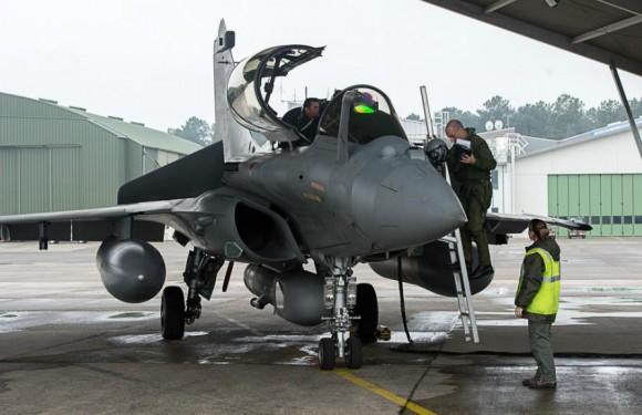 Rafale no Recce Meet 2013 com pod de reconhecimento - foto Força Aérea Francesa