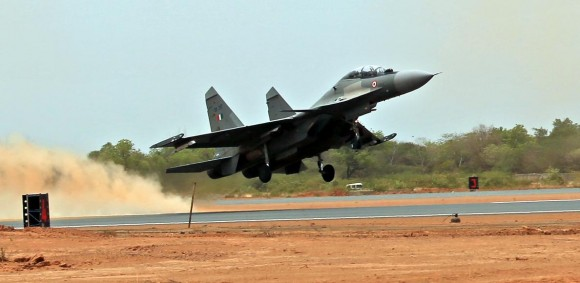 Su-30 MKI decola da nova Base Aérea de Thanjavur - foto Press Information Bureau India