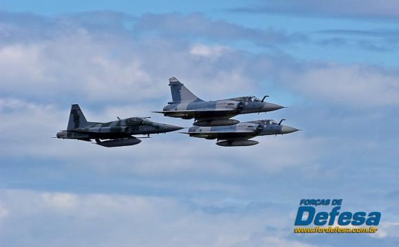 dia da aviacao de caca 2013 - dois M-2000 e um F-5M - foto 6 poggio