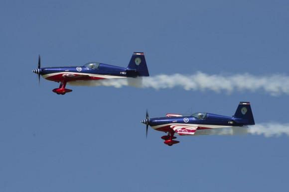premiere-mondiale-de-du-haut-de-voltige nos 60 anos da Patrouille de France - foto Força Aérea Francesa