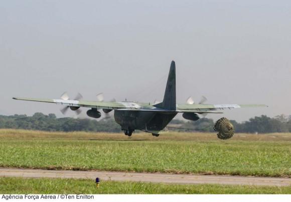 C-130 nos 82 anos do CAN no Cpo dos Afonsos - foto 2 ten Enilton - FAB