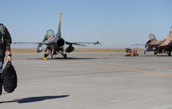 Caças F-16 do 64 Aggressor Squadron em Nellis em foto mais antiga - USAF