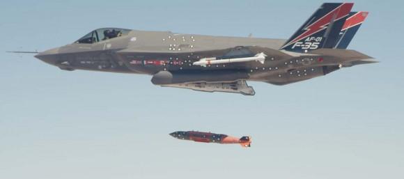 F-35A lança JDAM - foto USAF