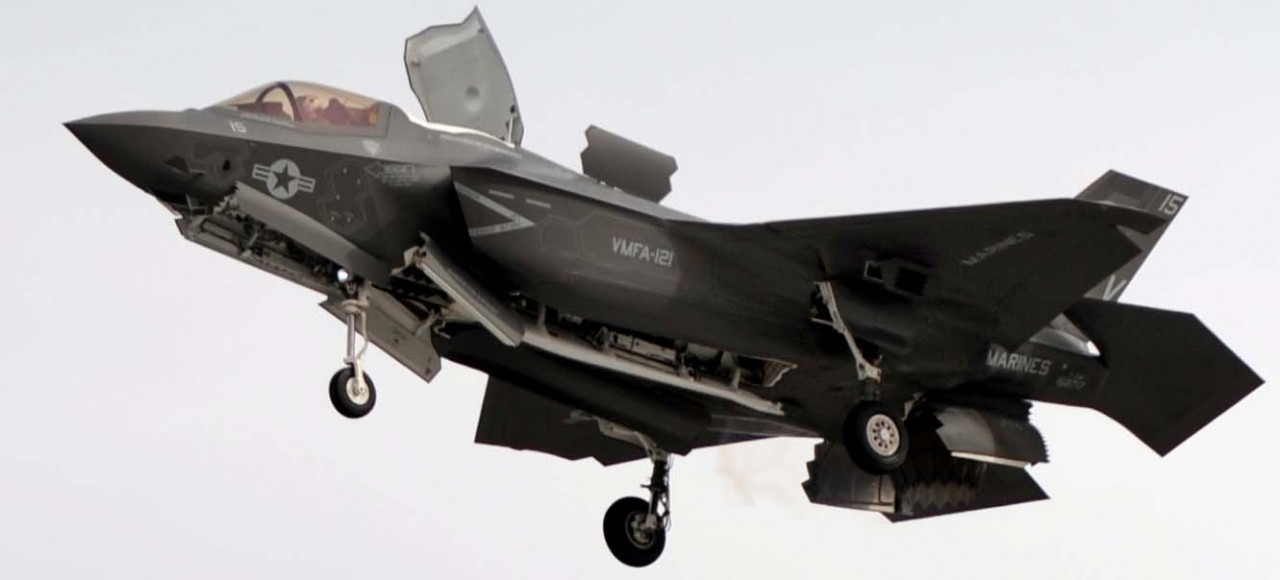 F-35B em voo pairado - foto USN