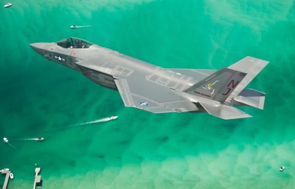 F-35C - primeiro exemplar de produção para a USN chega à Base de Eglin da USAF - foto Lockheed Martin