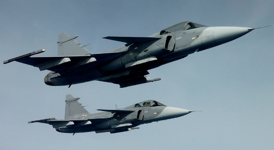 Gripen tripulado e não tripulado - imagem Saab via Flightglobal