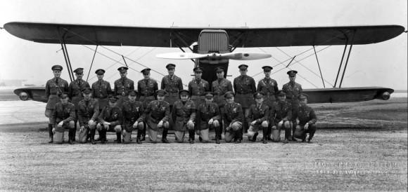 Membros do 110 OS - origem da 131 Ala - Douglas O-2H - foto USAF