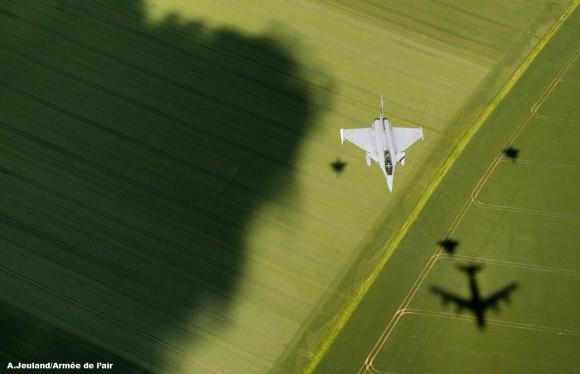 Prévia de 14 de julho em Chateaudun  Rafale e sombras aeronaves - foto Força Aérea Francesa