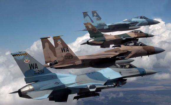 caças F-16 e F-15 dos esquadrões 64 e 65 Aggressor - foto de 2008 da USAF