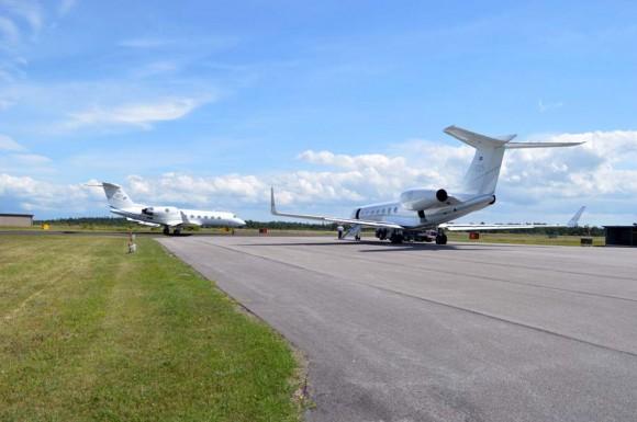 Aviões vip Gulfstream 4 e 550 em Gotland na Suécia