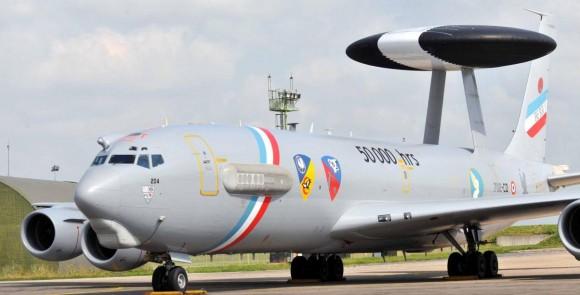 E-3F AWACS francês com pintura comemorativa de 50 mil horas - foto Força Aérea Francesa