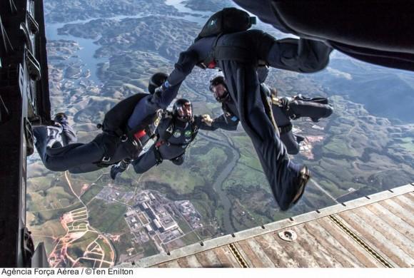 Equipe Falcões em salto modalidade FQL - foto FAB