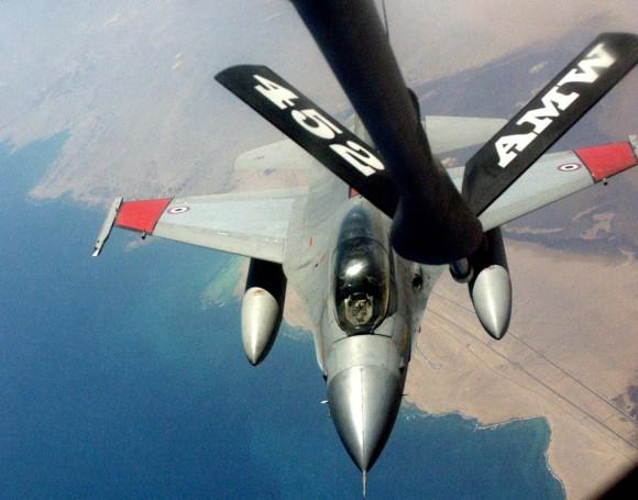 F-16 egípcio em treinamento de REVO nos EUA - foto USAF