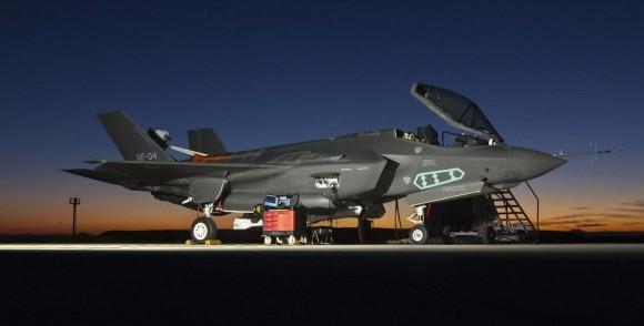 F-35 sendo preparado para testes de voo - foto USAF