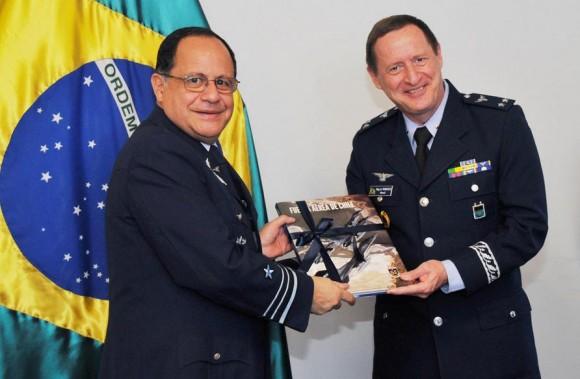 Reunião bilateral chefes do Estado Maior da FACh e da FAB - foto 2 FACh