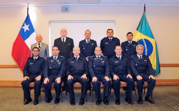 Reunião bilateral chefes do Estado Maior da FACh e da FAB - foto 4 FACh