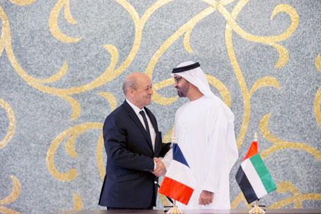 Sheikh Mohammed bin Zayed e Jean-Yves Le Drian - foto via The National