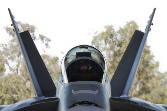 Super Hornet da RAAF prepara-se para decolar de Amberley no Talisman Saber 2013 no Mar de Coral - foto MD Australia