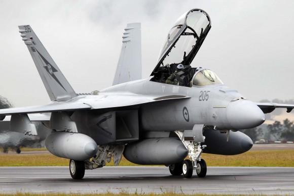 caça F-18 Super Hornet pousa em Williamtown após curso de instrutores de caça - foto MD Australia