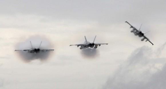 caças F-18 Hornet e Super Hornet atacam base de Williamtown após curso de instrutores de caça - foto MD Australia