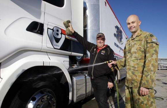 caminhão do Holden Racing Team V8 Supercars sendo lavado em Amberley - foto MD Australia