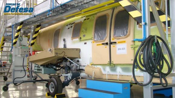 Célula de EC725 CBV 5 na fábrica da Helibras em Itajubá - out 2012 - foto Nunão - Forças de Defesa